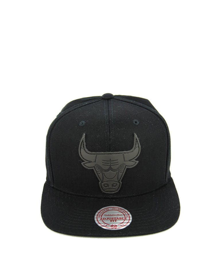 separation shoes c580d 24937 Mitchell   Ness Bulls Hot Stamp Snapback Black black – Culture Kings