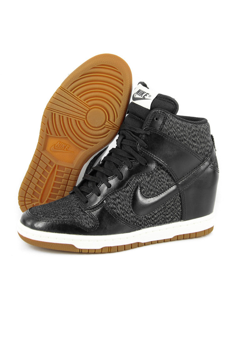 Women's Nike Air Dunk Ski High Athletic shoes size 11 US